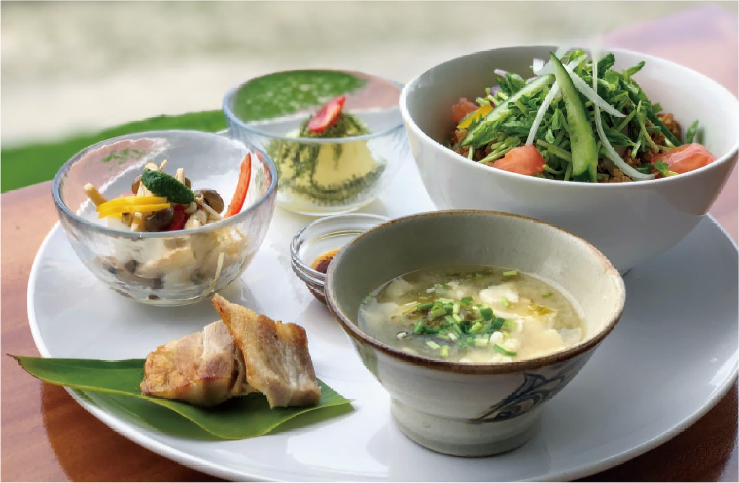 沖縄ソバの汁なし混ぜ麺